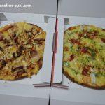 宅配のピザ・ウイリーのピザ2種、チキンとシーフードとてんとう虫
