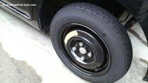 車のタイヤが釘でパンク3